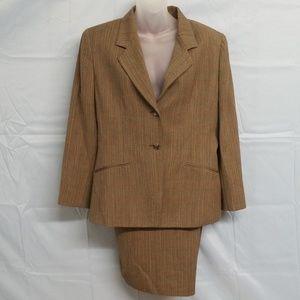 Womens suit/skirt combo